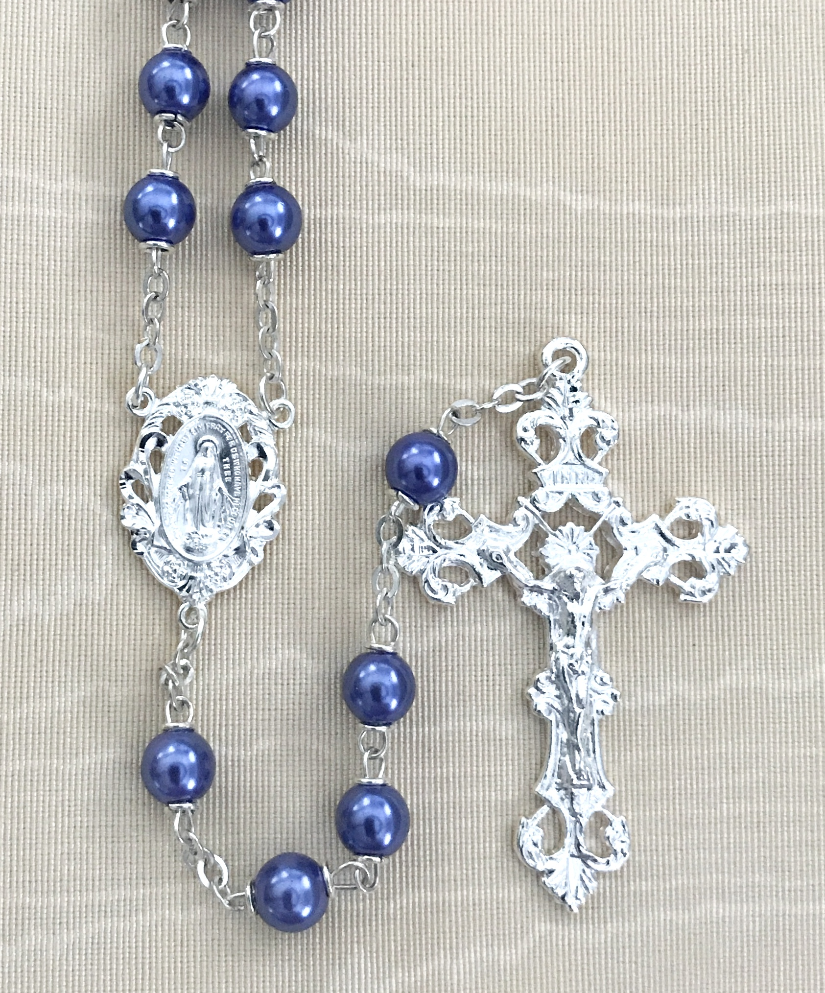 7mm ROUND PURPLE PEARL ROSARY WITH STERLING SILVER PLATED CRUCIFIX AND CENTER GIFT BOXED