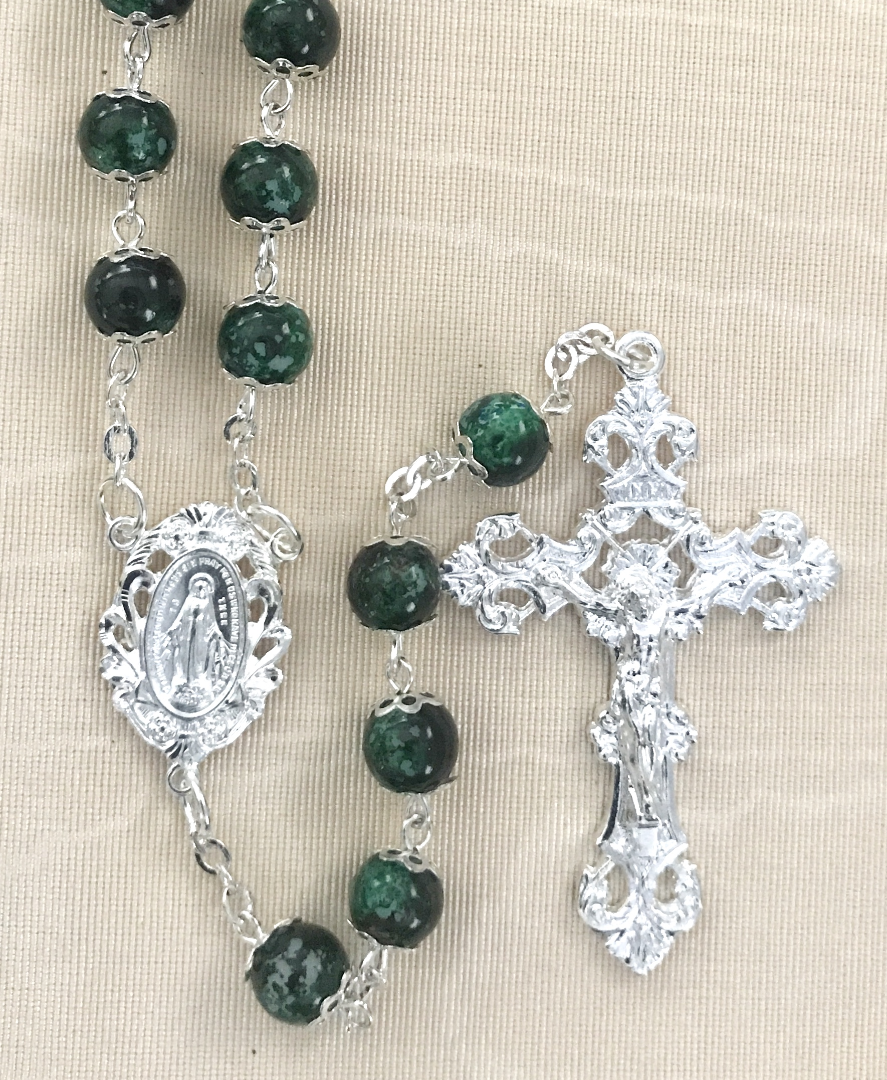 8mm EMERALD DOUBLE CAPPED ROSARY WITH STERLING SILVER PLATED CRUCIFIX AND CENTER GIFT BOXED