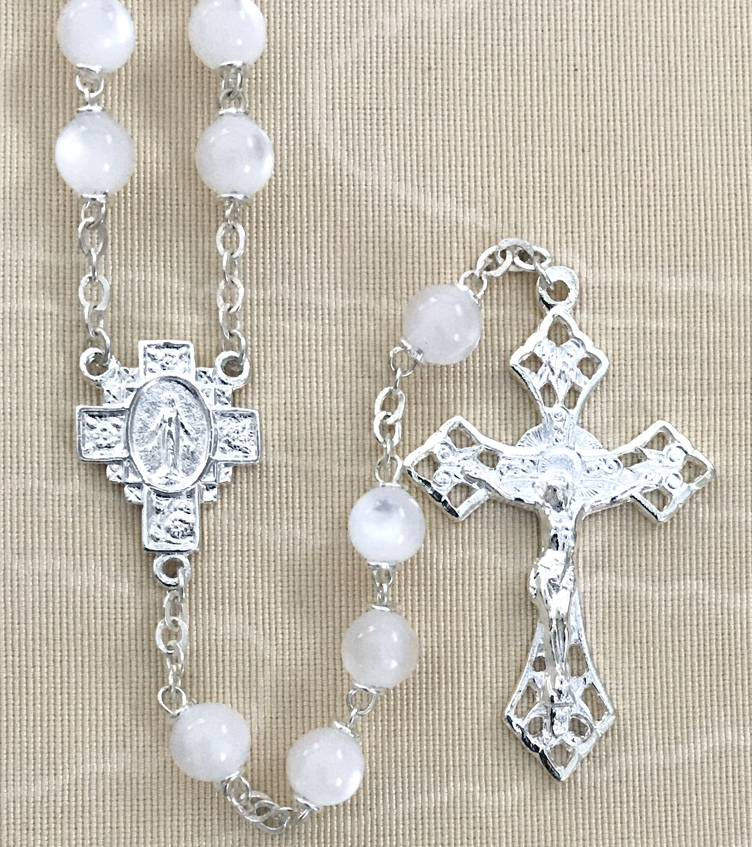 7mm WHITE PEARL LOC-LINK ROSARY WITH STERLING SILVER PLATED CRUCIFIX AND CENTER GIFT BOXED