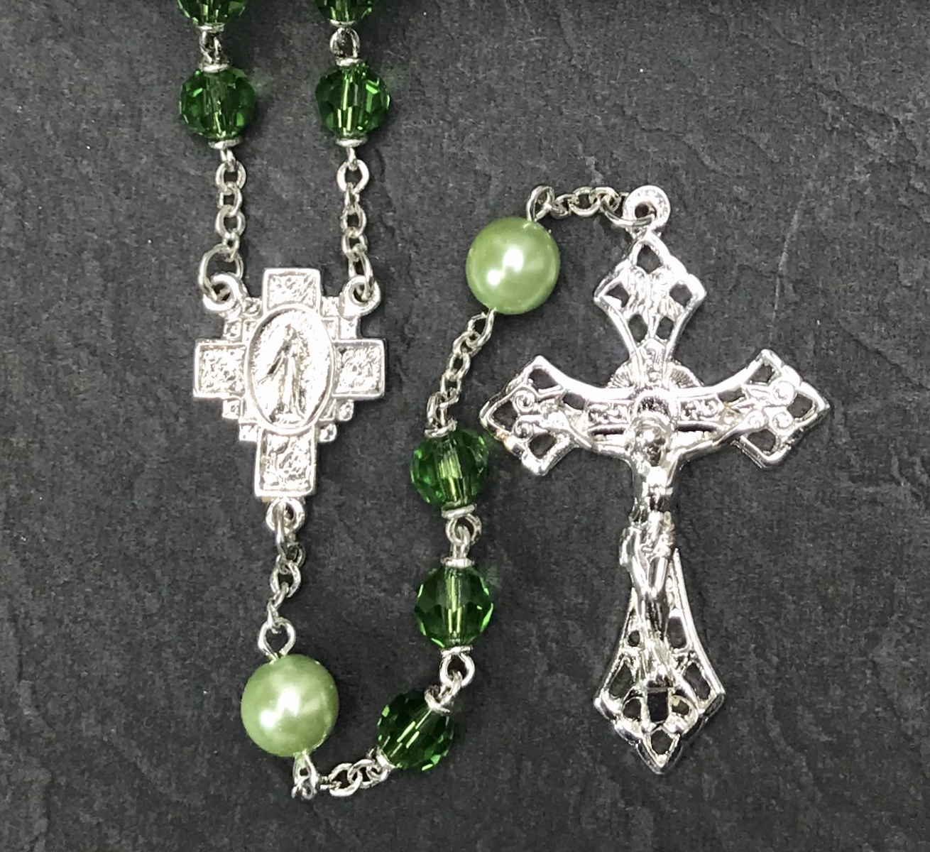 6mm PERIDOT TIN CUT WITH PEARL OUR FATHER BEADS WITH STERLING SILVER PLATE ROSARY BOXED